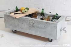 DIY: Make a sturdy concrete planter on wheels - Roomed   roomed.nl Concrete Projects, Diy Concrete, Cement, House Doctor, Old Kitchen Cabinets, Homemade Modern, Diy Garden Projects, Home Projects, Fancy Houses