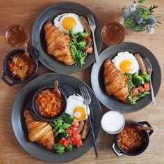 snacks food easy simple to cook/ bake drinks coffee dinner breakfast lunch Breakfast Platter, Breakfast Lunch Dinner, Breakfast Recipes, Breakfast Ideas, Cafe Food, Food Menu, Food Platters, Food Decoration, Aesthetic Food