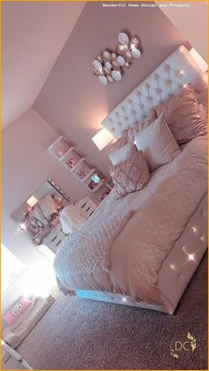 Lovely Pink Bedroom Design Ideas That Inspire You The pink bedroom looks amazing that most of us use the color for the nursery room, girl's room, and others. Read Lovely Pink Bedroom Design Ideas That Inspire You Cool Teen Bedrooms, Bedroom Decor For Teen Girls, Room Ideas Bedroom, Teen Room Decor, Small Room Bedroom, Home Decor Bedroom, Nursery Room, Cute Bedroom Ideas For Teens, Girls Bedroom Ideas Teenagers