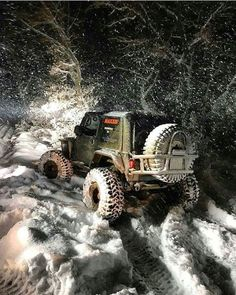 Jeep off-roading in the snow Jeep Cj, Jeep Wrangler Tj, Jeep Truck, Jeep Wrangler Unlimited, Jeep Willys, Jeep Commander, Badass Jeep, Offroader, Cool Jeeps