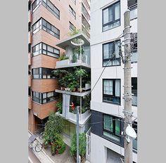Ryue Nishizawa inserta una casa jardín en la trama de Tokio