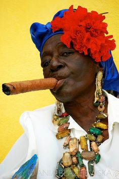 Cuba, Havana. | Portrait of a typical Cuban woman smoking a cigar. © Ania Blazejewska
