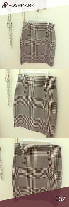 H&M Houndstooth Skirt Perfect condition, work once | Runs small H&M Skirts Midi