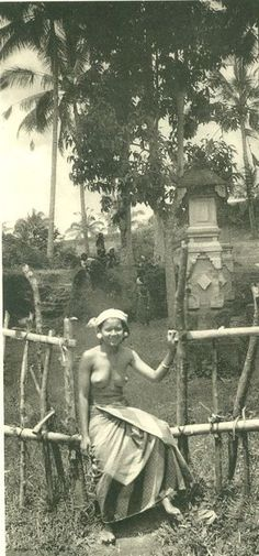 Wadia - The Belle of Bali. Being impressions of a pleasure cruise to the Dutch East Indies via Cochin, Colombo, Penang, and Singapore - Vintage Pictures, Old Pictures, Old Photos, Old Photography, Photography Lessons, Bali Girls, Tribal Warrior, Lost Paradise, Native American Girls