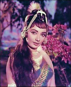 Bollywood Images, Vintage Bollywood, Bollywood Girls, Bollywood Stars, Bollywood Actress, Most Beautiful Indian Actress, Beautiful Actresses, Sadhana Actress, Indian Actresses