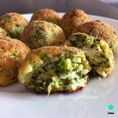 Broccoli and Cheese Meatballs Recipe - recetas vegg - Comida Vegetable Recipes, Vegetarian Recipes, Healthy Recipes, Real Food Recipes, Cooking Recipes, Yummy Food, Healthy Protein Shakes, Vegan Junk Food, Rissoto