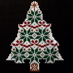 Christmas tree hama perler beads by dan6474 - Pattern: http://www.pinterest.com/pin/374291419006917545/
