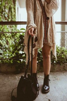 Doc Martens have been in style for almost 60 years, discover what made them so popular. We also discuss how to wear them in style! Boho Outfits, Soft Grunge Outfits, Casual Outfits, Cute Outfits, Fashion Outfits, Boho Grunge, Dr Martens Outfit, Doc Martens Style, Fast Fashion