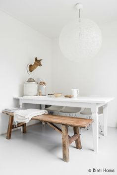 Beautiful painted white table, and great use of a bench. Interior Styling, Interior Decorating, Interior Design, Decorating Ideas, Sweet Home, Kitchen Benches, Scandinavian Home, Home Fashion, Home And Living