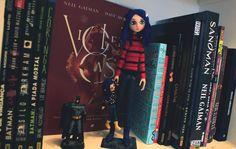 Coleção Neil Gaiman   alineando.com.br #NeilGaiman #Coraline #HQ #estante #livros #fantasia #leitura #literatura #books #bookshelf #coleção #colecionáveis