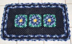OS CROCHES DA ELSA: Tapete Azul Marinho com Flor Bicuda