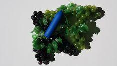 Zee fra Dame Products er en rejsevenlig bullet vibrator designet med fleksibilitet som udgangspunkt. Det er en lille USB-genopladelig hverdags vibrator med tre hastighedsindstillinger. Modsat de fleste bullet vibratorer på markedet er Zee USB-genopladelig og anvendelig selv under opladning.  Zee er lille og simpel men ikke for simpel. Den kommer med tre forskellige hastigheder, så den er lille men stærk. Zee er vandtæt og lavet af ABS plastik, der er nemt at rengøre.  Vandtæt og tre hastigheder. Dame, Usb