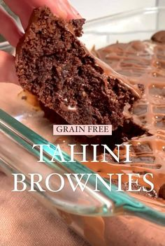 The best brownies I've ever eaten: tahini brownies. No butter, flour, oil or refined sugar. These paleo, gluten free and grain free brownies are simply incredible with REAL, wholesome ingredients! Gluten Free Desserts, Healthy Desserts, Gluten Free Recipes, Best Brownies, Fudgy Brownies, Healthy Recipe Videos, Healthy Recipes, Vegetarian Chocolate, Tahini