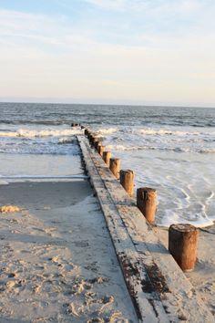 let's go the beach! Summer Drinks On The Beach LIfe at the beach! Let's go to the beach! Beach Please, Folly Beach, I Love The Beach, All Nature, Ocean Beach, Sunset Beach, Belle Photo, Beautiful Beaches, Summer Vibes
