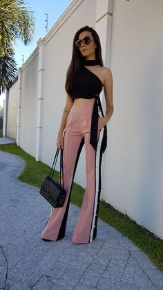 #LookDoDia Classy Outfits, Trendy Outfits, Cool Outfits, Summer Fashion Outfits, Fashion Pants, Lakme Fashion Week 2017, Lawyer Fashion, Fashion Corner, Embroidery Fashion