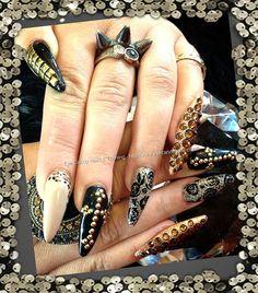 Hermosas uñas con estoperoles, flores y animal print.