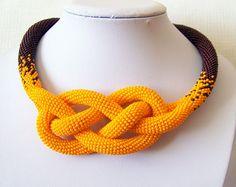 Collar luminoso ganchillo Josephine Knot cuerda collar - abalorios - collar naranja y marrón - moderno - declaración