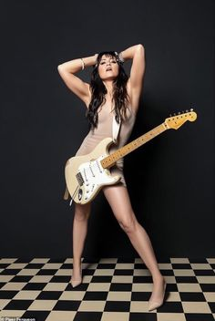 KT Tunstall with Strat Guitar Girl, Female Guitarist, Female Singers, Janis Joplin, Motif Music, Kt Tunstall, Rock And Roll Girl, Musician Photography, Beauty Photography