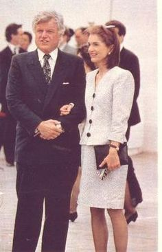 I love hearing that they were extremely good friends the rest of their lives; both always had beautiful things to say about one another. Here's a letter Jackie wrote to Teddy after daughter Caroline's wedding. During an interview later in his life, a. Jacqueline Kennedy Onassis, Jackie Kennedy Style, Les Kennedy, Jaqueline Kennedy, Caroline Kennedy, John Kennedy, Jackie Oh, John Fitzgerald, Lady