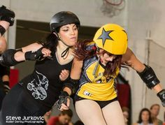 A skater from Chicago Outfit bumpin' with Psychokid Freakout from Southern Illinois Roller Girls