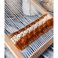 Earthy tones 2019 This twill pattern from the weaving loom is great fir texture and so easy! The post Earthy tones 2019 appeared first on Weaving ideas. Weaving Loom Diy, Rug Loom, Loom Craft, Weaving Art, Tapestry Weaving, Hand Weaving, Loom Weaving Projects, Weaving Textiles, Weaving Patterns