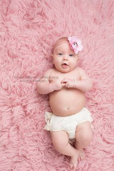 4 month old girl photography portraits  3 month old posing Springfield IL Photographer | Blue Daisy Art