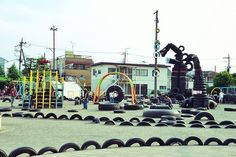 NISHI ROKUGO: Hundreds of tires sculpted into dragons, robots, mountains and tunnels are the focal features of this playland in Tokyo. Cool Playgrounds, Sensory Play, Outdoor Play, Kids Playing, Planets, Mountains, Landscape, Robots, Park