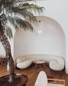 arched dining nook with curved sofa and modern wood table inside proper hotel in santa monica. Santa Monica, Couches, Curved Sofa, Dining Nook, Elle Decor, My Living Room, Interiores Design, Home Decor Inspiration, Quartos