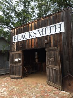 Old Western Towns, Wagon Trails, Old West Town, Blacksmithing Knives, Shed Signs, Blacksmith Forge, Small Wood Projects, Forging Metal, Hiding Places
