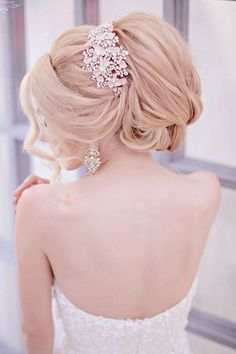 Best Ideas For Wedding Hairstyles : Picture DescriptionFeatured Hairstyle: Websalon Wedding - Anna Komarova; Glamorous tucked-in updo wedding hairstyle with glam hairpiece; Hairdo Wedding, Chic Hairstyles, Wedding Hairstyles For Long Hair, Vintage Hairstyles, Mod Wedding, Trendy Wedding, Green Wedding, Elegant Updo, Wedding Hair Inspiration