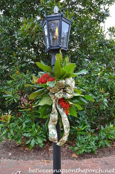 Decorate A Lantern For Christmas With Greenery From The Garden - Decoration For Home Christmas Lamp Post, Christmas Porch, Country Christmas, Christmas Holidays, Christmas Wreaths, Christmas Crafts, Apartment Christmas, Prim Christmas, Christmas Greenery
