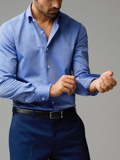 Wearing the right type of shirt for the right occasion is a must. So keeping that in mind here are a few shirts every man should own. Formal Shirts For Men, The Office Shirts, Men Formal, Casual Shirts, Stylish Men, Men Casual, Polo Shirt Outfits, Formal Men Outfit, Designer Suits For Men
