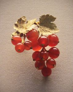 Coloured-gold currant brooches, German or Austrian, 1830-40 by Kotomicreations, via Flickr