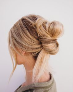The story of Barefoot Blonde Hair extensions began long ago when a young girl realized the creativity and confidence she felt with hair extensions! Learn about the Barefoot Blonde Hair company now! Box Braids Hairstyles, Pretty Hairstyles, African Hairstyles, Formal Hairstyles, Hairstyle Ideas, Wedding Hairstyles, Hair Styles 2016, Curly Hair Styles, Up Dos