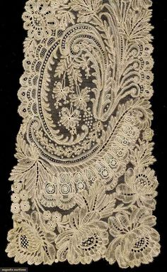 HAND MADE LACE SCARF, 1890-1910 Lot: 1005 May 10, 2016 - Sturbridge, MA Fine quality Brussels bobbin lace & point de gaz needlelace scarf, exc