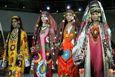 Local fashion: Traditional costume of the republics of Central Asia. Girls at the National Dress Festival, Usbekistan, representing Tashkent and Fergana.