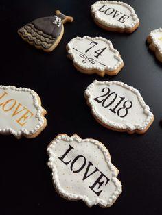 Galletas de vainilla decoradas con glasa Sugar, Cookies, Desserts, Food, Custom Cookies, Crack Crackers, Tailgate Desserts, Deserts, Biscuits