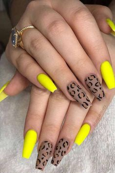 Yellow is a color that is usually not associated with nail polish, except for the most daring color a few years ago. But today, all the colors are in the category of nail polish. Women all over the world are making good use of them, whether they are Yellow Nails Design, Yellow Nail Art, Winter Nails, Autumn Nails, Summer Nails, Leopard Nails, Fall Acrylic Nails, Sexy Nails, Fire Nails
