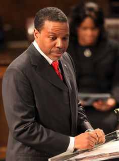 Pastor Creflo Dollar says be cursed if you speak badly about pastors