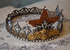 Statue Crown Santos Vintage Jewelry Parts by www.edithandevelyn.etsy.com