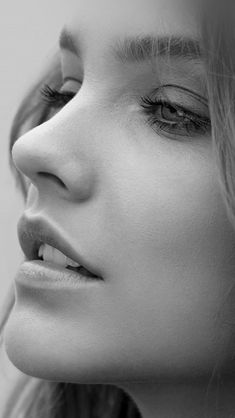 Barbara Palvin Face Bw Dark Source by ilikewallpaper Most Beautiful Faces, Beautiful Eyes, Beautiful Women, Barbara Palvin, Black And White Portraits, Black And White Photography, Girl Face, Woman Face, Face And Body