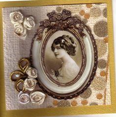 Glückwunschkarte  -  Tapete, Embellishments, Seidenrosen auf Goldpapier