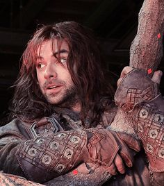 """Aidan Turner sittin' in a tree, K-I-L-I.... hey, that doesn't spell """"kissing""""... oh, silly fangirls, just stop."""