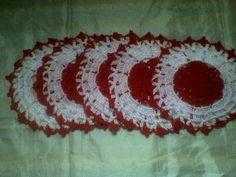 TIPO DE ARTESANATO: - Contemporâneo MATERIAL: linha 100% polipropileno TÉCNICA: crochê COR - branco com vermelho DIÂMETRO: 22 CM Peso: 120g R$ 20,00
