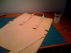 Another DIY leather bag I might want to try making...