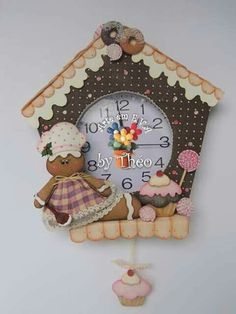 Reloj navideño Christmas Clock, Felt Christmas, Christmas Time, Christmas Ornaments, Foam Crafts, Diy And Crafts, Cool Clocks, Fabric Houses, Diy Clay