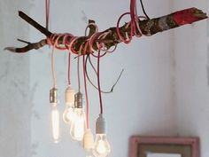 Artisserie: diy: make a lamp with a department * diy: eating desk lamp fabricated from a department and coloured cables DIY Lamp Diy Interior, Interior Decorating Styles, Luminaire Original, Diy Luminaire, Branch Chandelier, Make A Lamp, Industrial Interiors, Decoration Design, Lights