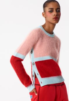 Discover KENZO collection for women of knitwear in wool, cashmere and cotton. Jumper, sweaters and cardigans with trendy patterns, printed Tiger, Eye and KENZO logo. Knitwear Fashion, Knit Fashion, Trendy Fashion, Fashion Ideas, Kenzo Mode, Color Block Sweater, Knitting Designs, Knitting Patterns, Mode Inspiration