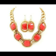 Coral color gold tone chain necklace set This cute chunky style coral and gold tone chain necklace set will go perfect with any outfit! Jewelry Necklaces