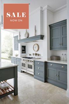 Style Shaker, Shaker Style Kitchens, Grey Kitchens, Home Kitchens, Modern Shaker Kitchen, Bespoke Kitchens, White Kitchen Floor, Gray And White Kitchen, New Kitchen